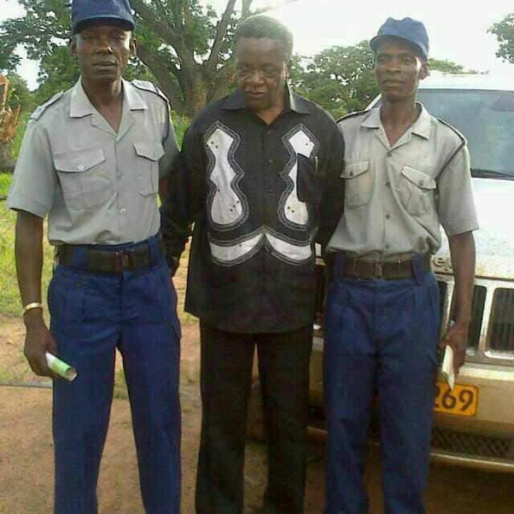 Viral News Webster Terms: PHOTO: Webster Shamu Getting Arrested Photo Goes Viral